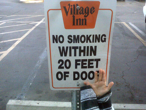 No Smoking Within 20 Feet of Doo